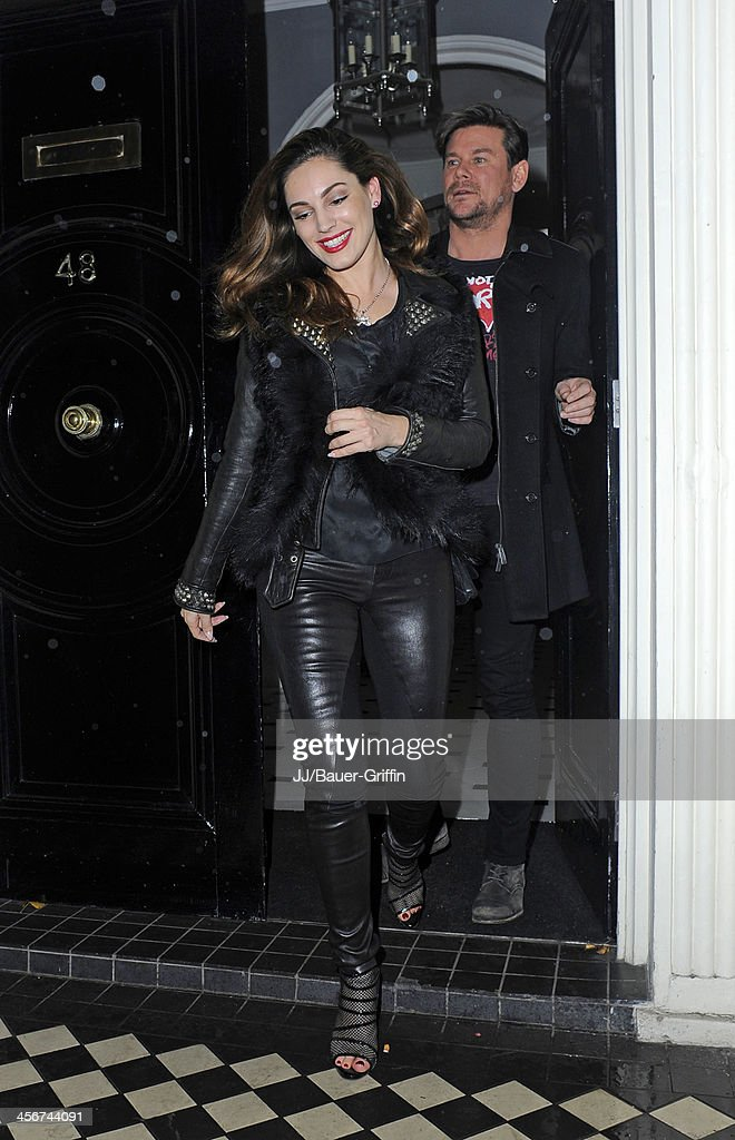 <a gi-track='captionPersonalityLinkClicked' href=/galleries/search?phrase=Kelly+Brook&family=editorial&specificpeople=206582 ng-click='$event.stopPropagation()'>Kelly Brook</a> seen out with friends on December 14, 2013 in London, United Kingdom.