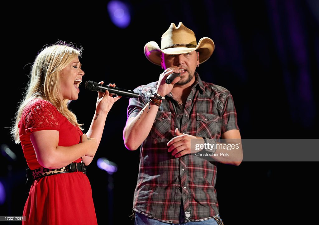<a gi-track='captionPersonalityLinkClicked' href=/galleries/search?phrase=Kelly+Clarkson&family=editorial&specificpeople=201555 ng-click='$event.stopPropagation()'>Kelly Clarkson</a> and <a gi-track='captionPersonalityLinkClicked' href=/galleries/search?phrase=Jason+Aldean&family=editorial&specificpeople=619221 ng-click='$event.stopPropagation()'>Jason Aldean</a> perform during the 2013 CMA Music Festival on June 8, 2013 at LP Field in Nashville, Tennessee.