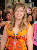 Kelly Clarkson arrives on the red carpet of the 20th Annual MuchMusic Video Awards at the MuchMusic HQ on June 21 2009 in Toronto Canada