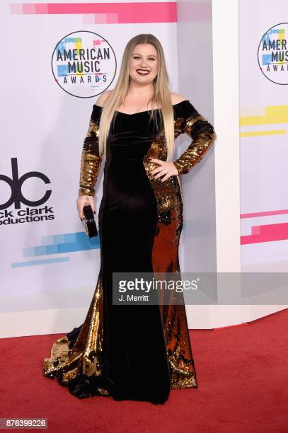 Kelly Clarkson attends 2017 American Music Awards at Microsoft Theater on November 19 2017 in Los Angeles California