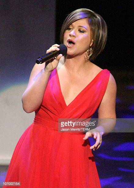 Kelly Clarkson during Singers and Songs Celebrate Tony Bennett's 80th to Benefit Paul Newman's Hole in the Wall Camps Show at Kodak Theater in...