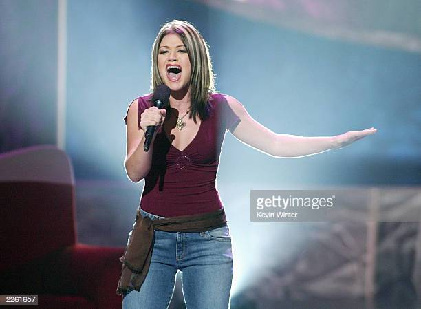 Kelly Clarkson performs at FOXTV's 'American Idol' in Los Angeles Ca Wednesday August 28 2002 Photo by Kevin Winter/ImageDirect/FOX