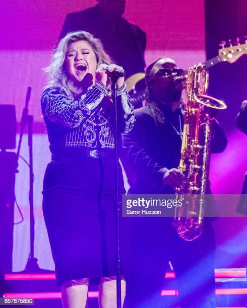 Kelly Clarkson performs at the Closing Ceremony on day 8 of the Invictus Games Toronto 2017 on September 30 2017 in Toronto Canada The Games use the...