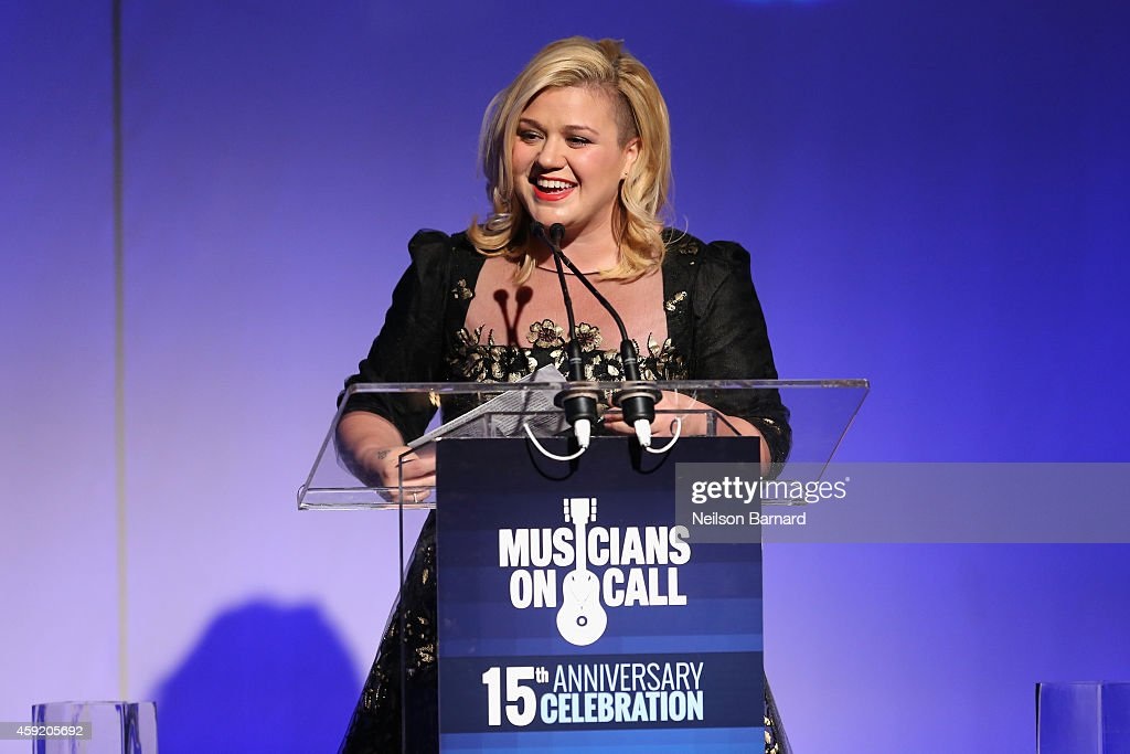 Kelly Clarkson speaks onstage at Musicians On Call Celebrates Its 15th Anniversary Honoring Kelly Clarkson and EVP of Republic Records, Charlie Walk on November 18, 2014 in New York City.