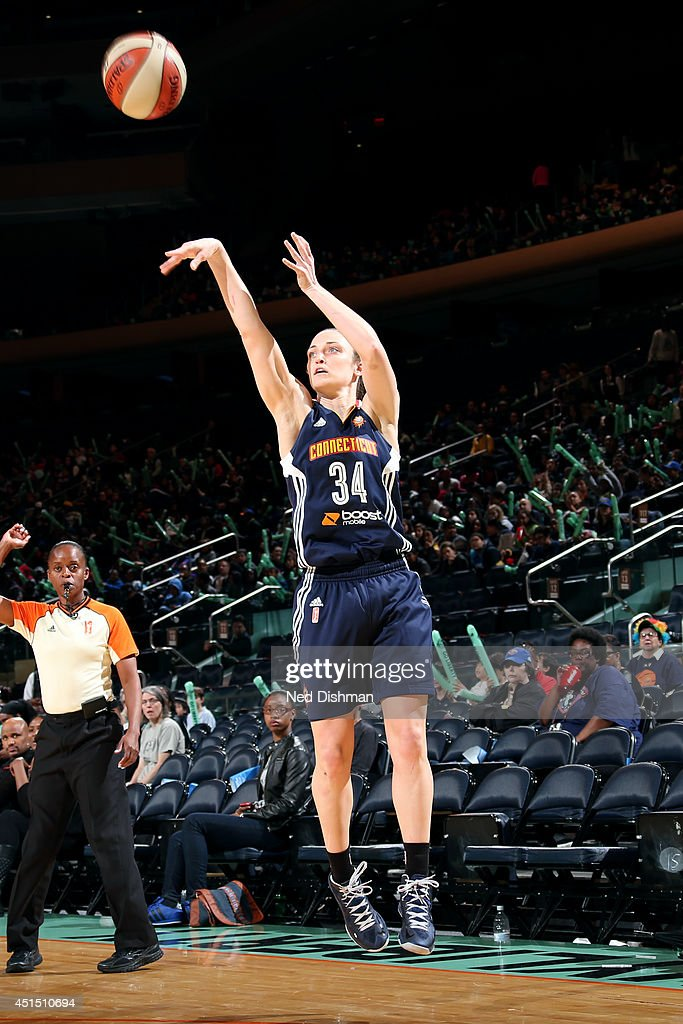 Kelly Faris #34 of the Connecticut Sun shoots against the New York Liberty at Madison Square Garden in New York City on May 5, 2014.