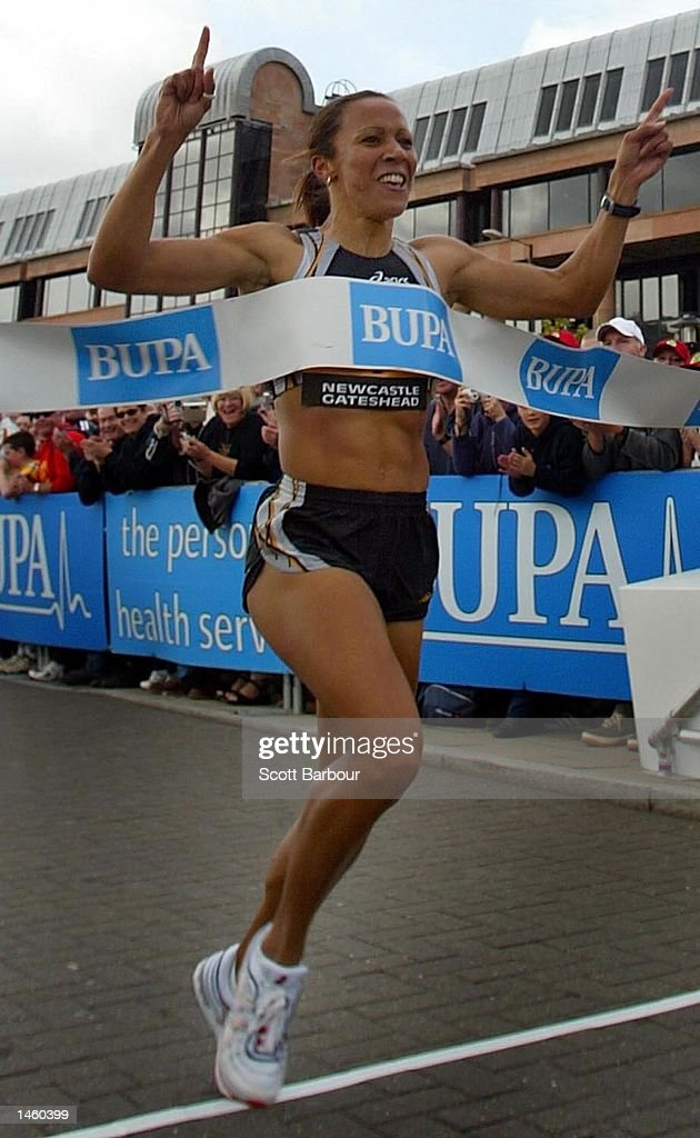 Kelly Holmes of Ealing Southall and MX celebrates winning the BUPA Great North Mile International Women's Race in a time of 4 minutes 32 seconds on October 5, 2002 in Newcastle, United Kingdom.