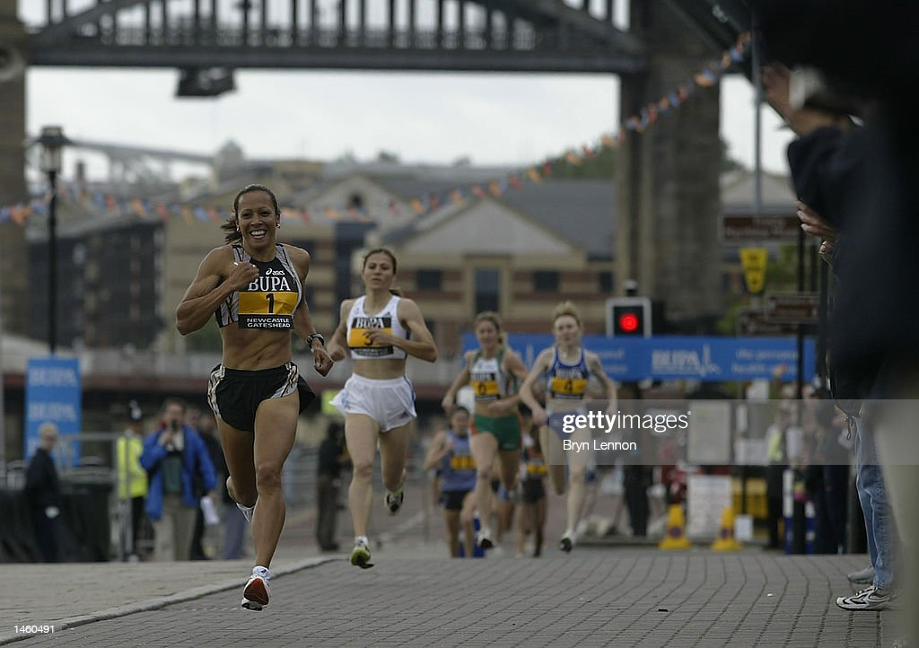 Kelly Holmes of Great Britain sprints for the line to win the womens BUPA Great North Mile on Newcastle Quayside, Newcastle, England on October 05, 2002. (Photo by Bryn Lennon/Getty Images).