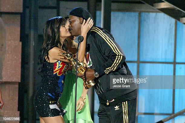 Kelly Hu and Bai Ling present Samuel L Jackson with the Best Performance by a Human Male award for 'Grand Theft Auto San Andreas'