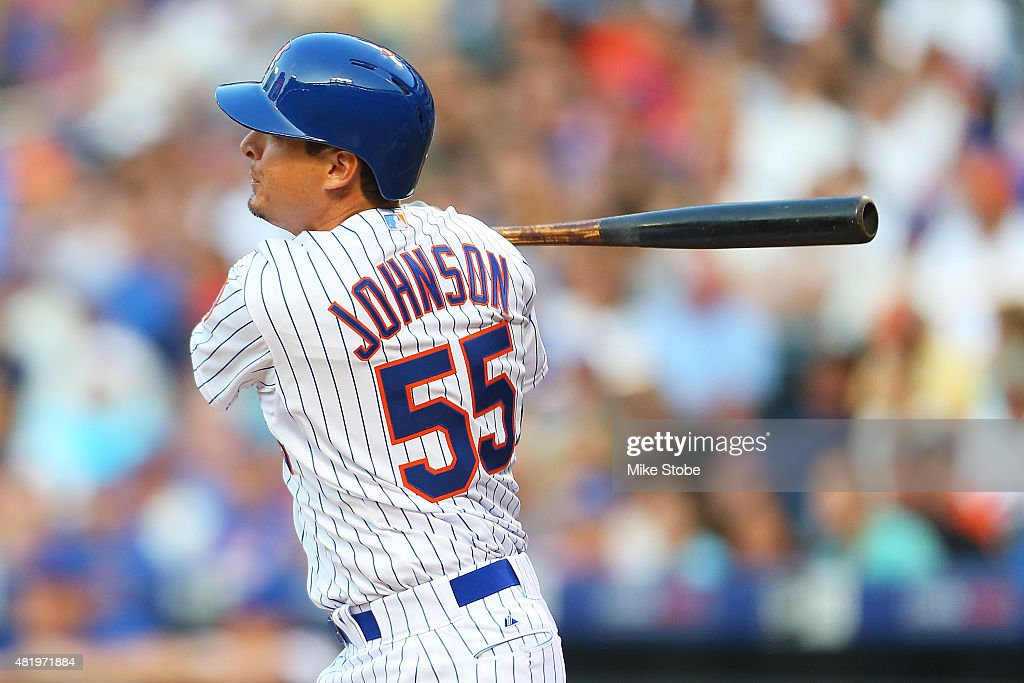 <a gi-track='captionPersonalityLinkClicked' href=/galleries/search?phrase=Kelly+Johnson+-+Jogador+de+basebol&family=editorial&specificpeople=4520789 ng-click='$event.stopPropagation()'>Kelly Johnson</a> #55 of the New York Mets hits a single in the first inning against the Los Angeles Dodgers at Citi Field on July 25, 2015 in Flushing neighborhood of the Queens borough of New York City.
