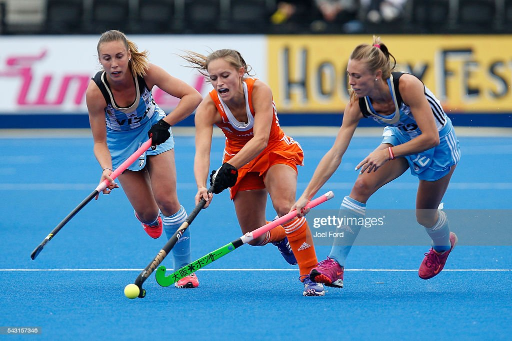 <a gi-track='captionPersonalityLinkClicked' href=/galleries/search?phrase=Kelly+Jonker&family=editorial&specificpeople=7166991 ng-click='$event.stopPropagation()'>Kelly Jonker</a>of the Netherlands carries the ball during the FIH Women's Hockey Champions Trophy 2016 Final between the Netherlands and Argentina at Queen Elizabeth Olympic Park on June 26, 2016 in London, England.
