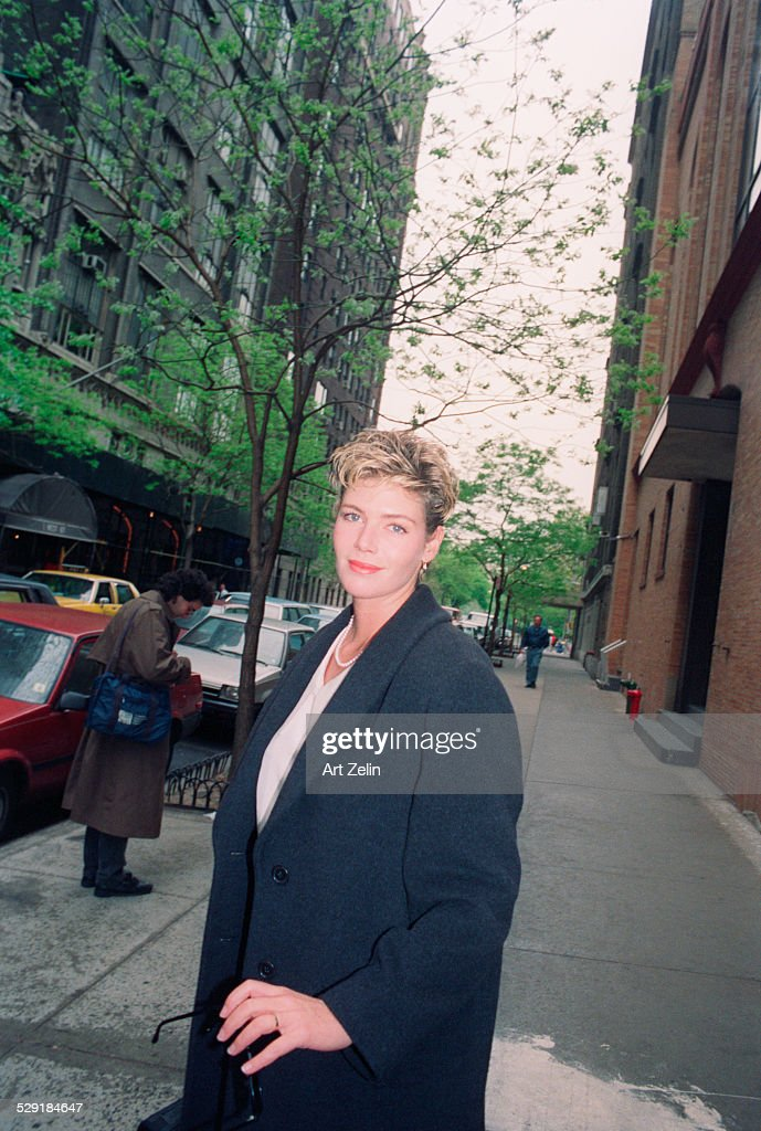 <a gi-track='captionPersonalityLinkClicked' href=/galleries/search?phrase=Kelly+McGillis&family=editorial&specificpeople=673497 ng-click='$event.stopPropagation()'>Kelly McGillis</a> on the street ; circa 1990; New York.