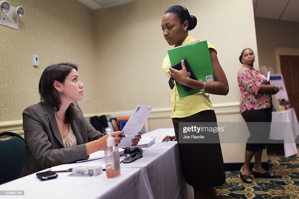 Kelly McGinnis (L), District Manager for grocery retailer ALDI , takes an application from Felicia Tennant as they look to fill job openings for new stores opening in the South Florida area on September 7, 2010 in Fort Lauderdale, Florida. The unemployment rate in Florida has stayed around 11.5 percent.