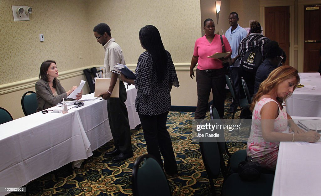 Kelly McGinnis (L), District Manager for grocery retailer ALDI , takes applications from people looking to fill job openings for new stores opening in the South Florida area on September 7, 2010 in Fort Lauderdale, Florida. The unemployment rate in Florida has stayed around 11.5 percent.