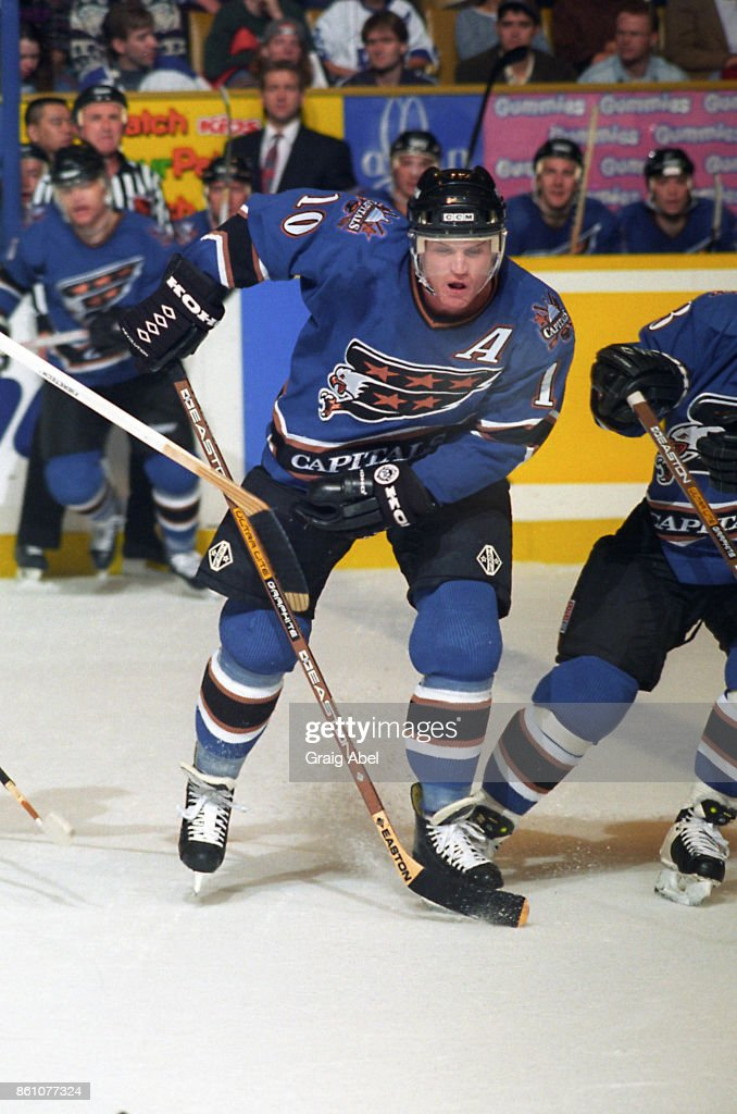 Kelly Miller #10 of the Washington Capitals skates against the Toronto Maple Leafs during NHL game action on November 10, 1995 at Maple Leaf Gardens in Toronto, Ontario, Canada. Photo by Graig Abel/Getty Images)