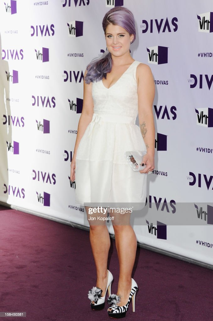 <a gi-track='captionPersonalityLinkClicked' href=/galleries/search?phrase=Kelly+Osbourne&family=editorial&specificpeople=156416 ng-click='$event.stopPropagation()'>Kelly Osbourne</a> arrives at the 'VH1 Divas' 2012 at The Shrine Auditorium on December 16, 2012 in Los Angeles, California.