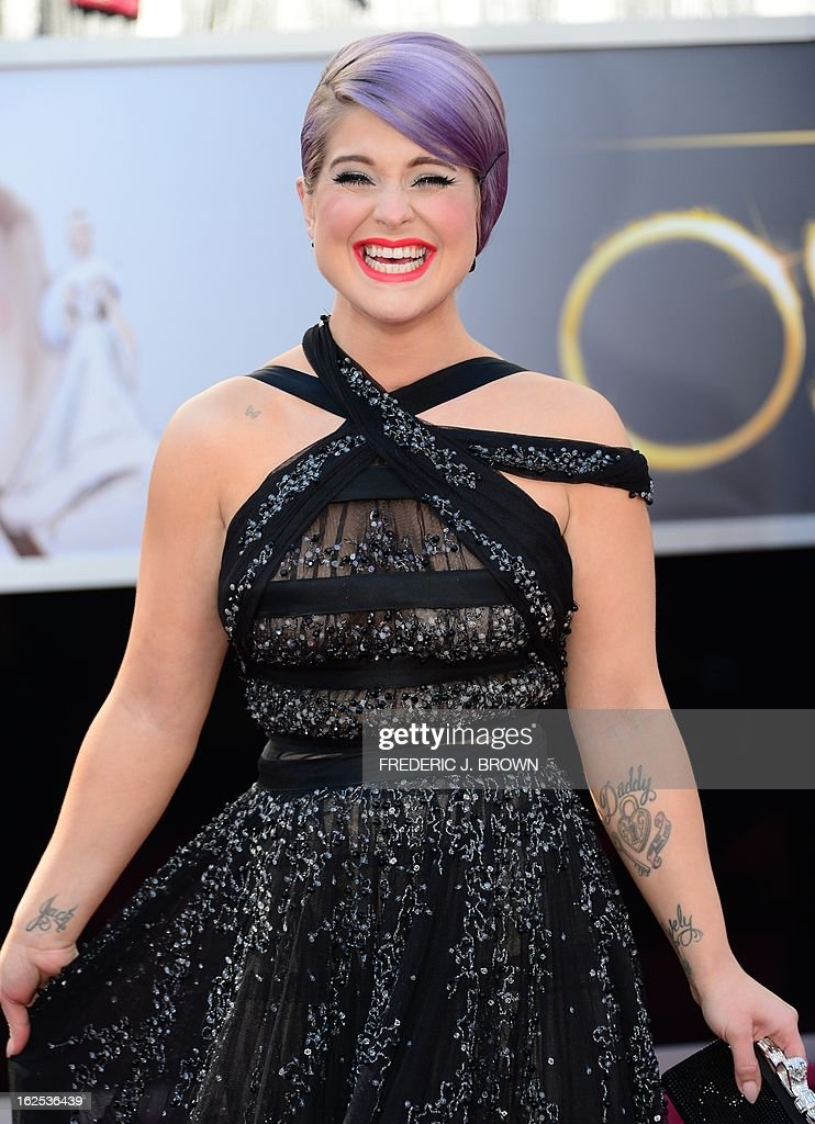Kelly Osbourne arrives on the red carpet for the 85th Annual Academy Awards on February 24, 2013 in Hollywood, California.