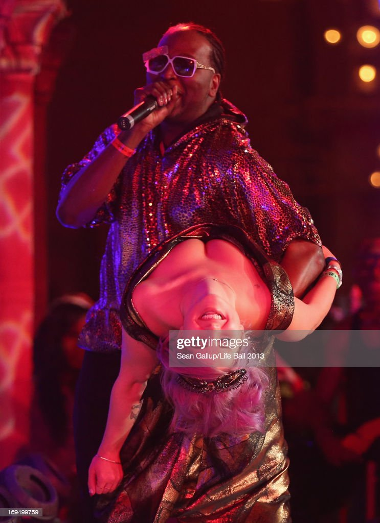 <a gi-track='captionPersonalityLinkClicked' href=/galleries/search?phrase=Kelly+Osbourne&family=editorial&specificpeople=156416 ng-click='$event.stopPropagation()'>Kelly Osbourne</a> performs at the Fergie show, of the Black Eyed Peas, at the after show party at the 2013 Life Ball at city hall on May 25, 2013 in Vienna, Austria.