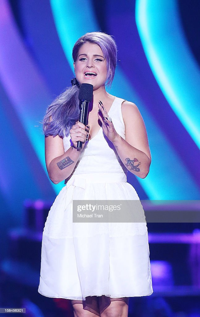 Kelly Osbourne speaks onstage at the 'VH1 Divas' show held at The Shrine Auditorium on December 16, 2012 in Los Angeles, California.