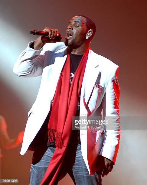 R Kelly performs at Madison Square Garden on October 16 2009 in New York City