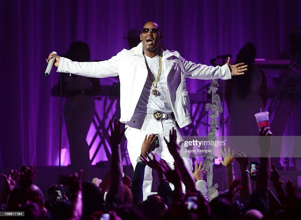 <a gi-track='captionPersonalityLinkClicked' href=/galleries/search?phrase=R.+Kelly&family=editorial&specificpeople=204472 ng-click='$event.stopPropagation()'>R. Kelly</a> performs at MSG Theater on November 21, 2012 in New York City.