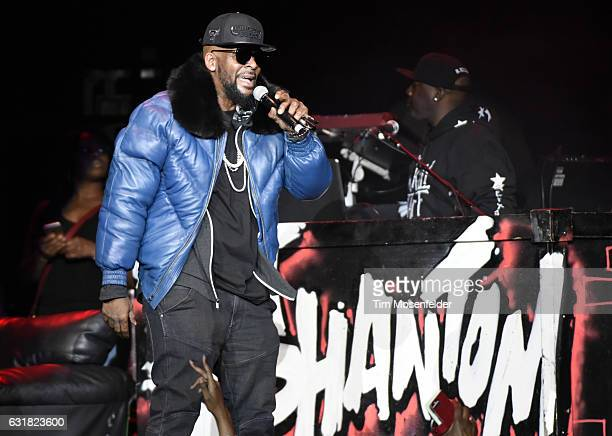 R Kelly performs at ORACLE Arena on January 15 2017 in Oakland California