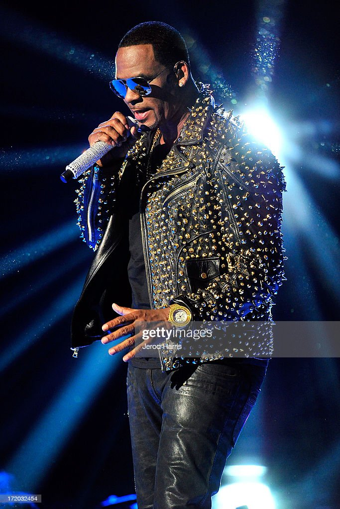 <a gi-track='captionPersonalityLinkClicked' href=/galleries/search?phrase=R.+Kelly&family=editorial&specificpeople=204472 ng-click='$event.stopPropagation()'>R. Kelly</a> performs during the 2013 BET Awards at Nokia Plaza L.A. LIVE on June 30, 2013 in Los Angeles, California.