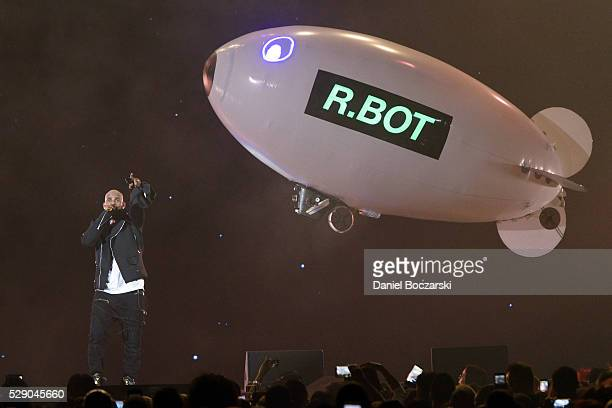 R Kelly performs during The Buffet Tour at Allstate Arena on May 7 2016 in Chicago Illinois
