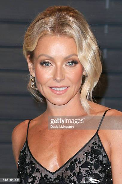 Kelly Ripa arrives at the 2016 Vanity Fair Oscar Party Hosted by Graydon Carter at the Wallis Annenberg Center for the Performing Arts on February 28...