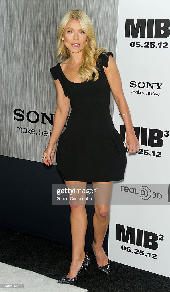 <a gi-track='captionPersonalityLinkClicked' href=/galleries/search?phrase=Kelly+Ripa&family=editorial&specificpeople=202134 ng-click='$event.stopPropagation()'>Kelly Ripa</a> attends the 'Men In Black 3' New York premiere at the Ziegfeld Theatre on May 23, 2012 in New York City.