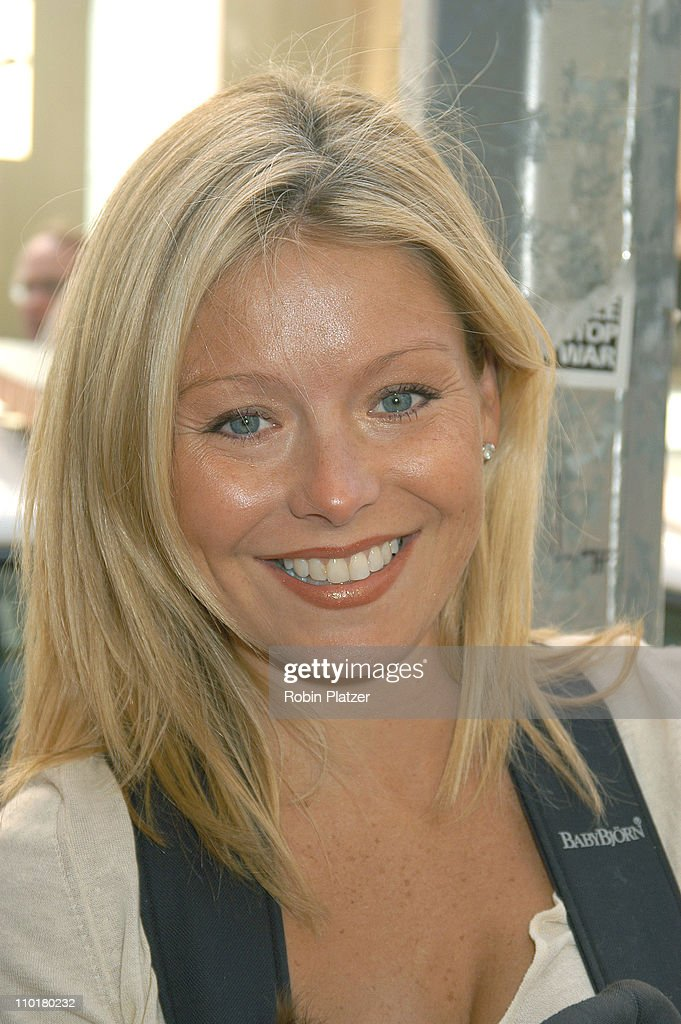 <a gi-track='captionPersonalityLinkClicked' href=/galleries/search?phrase=Kelly+Ripa&family=editorial&specificpeople=202134 ng-click='$event.stopPropagation()'>Kelly Ripa</a> during A Year with Frog & Toad Opens on Broadway at the cort Theatre in New York, New York, United States.