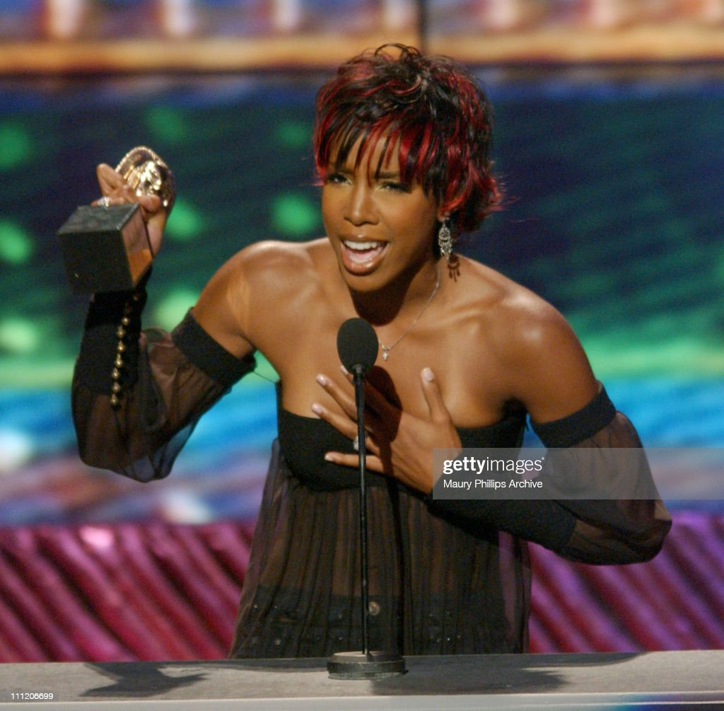 <a gi-track='captionPersonalityLinkClicked' href=/galleries/search?phrase=Kelly+Rowland&family=editorial&specificpeople=201760 ng-click='$event.stopPropagation()'>Kelly Rowland</a> accepts best r&b/soul single, group, band or duo, on behalf of <a gi-track='captionPersonalityLinkClicked' href=/galleries/search?phrase=Destiny%27s+Child&family=editorial&specificpeople=220955 ng-click='$event.stopPropagation()'>Destiny's Child</a>