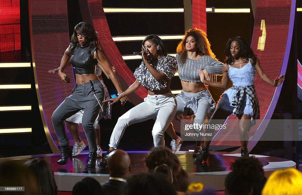 <a gi-track='captionPersonalityLinkClicked' href=/galleries/search?phrase=Kelly+Rowland&family=editorial&specificpeople=201760 ng-click='$event.stopPropagation()'>Kelly Rowland</a> and <a gi-track='captionPersonalityLinkClicked' href=/galleries/search?phrase=Sevyn+Streeter&family=editorial&specificpeople=10081619 ng-click='$event.stopPropagation()'>Sevyn Streeter</a> perform during Black Girls Rock! 2013 at New Jersey Performing Arts Center on October 26, 2013 in Newark, New Jersey.