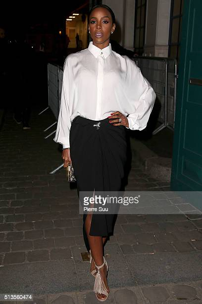 Kelly Rowland arrives at the Lanvin show as part of the Paris Fashion Week Womenswear Fall/Winter 2016/2017 on March 3 2016 in Paris France