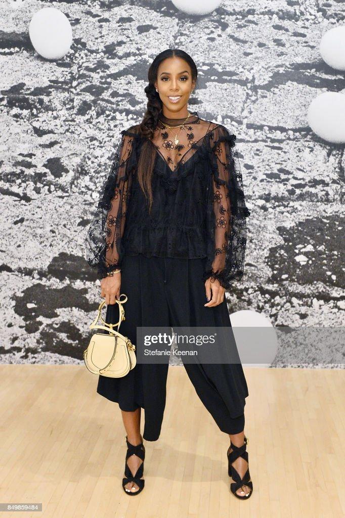 Kelly Rowland attends Chloe x MOCA Dinner at MOCA Grand Avenue on September 19, 2017 in Los Angeles, California.
