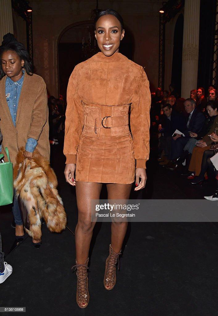 Balmain : Front Row  - Paris Fashion Week Womenswear Fall/Winter 2016/2017