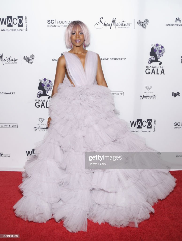 Kelly Rowland attends the Wearable Art Gala at California African American Museum on April 29, 2017 in Los Angeles, California.