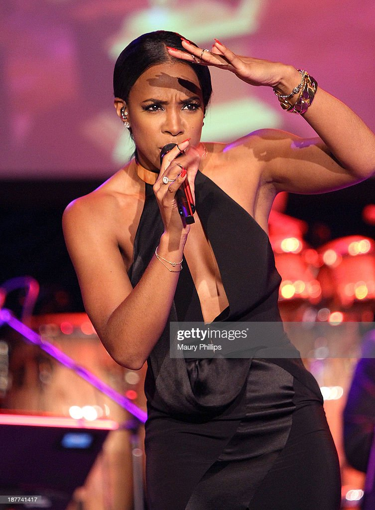 <a gi-track='captionPersonalityLinkClicked' href=/galleries/search?phrase=Kelly+Rowland&family=editorial&specificpeople=201760 ng-click='$event.stopPropagation()'>Kelly Rowland</a> performs during Architects of Sound: Motown at The GRAMMY Museum on November 11, 2013 in Los Angeles, California.