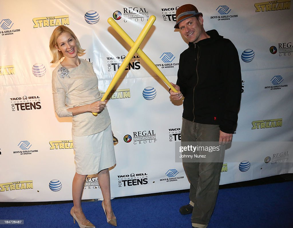 <a gi-track='captionPersonalityLinkClicked' href=/galleries/search?phrase=Kelly+Rutherford&family=editorial&specificpeople=217987 ng-click='$event.stopPropagation()'>Kelly Rutherford</a> and director Estlin Feigley attend 'The Stream' Premiere at Regal Union Square Theatre, Stadium 14 on October 15, 2013 in New York City.