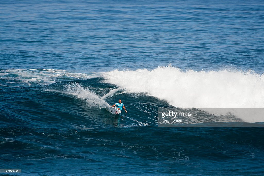 Kelly Slater of the United States surfs during the Vans World Cup of Surfing at Sunset Beach in Round 4 on December 4, 2012 in North Shore, Hawaii.