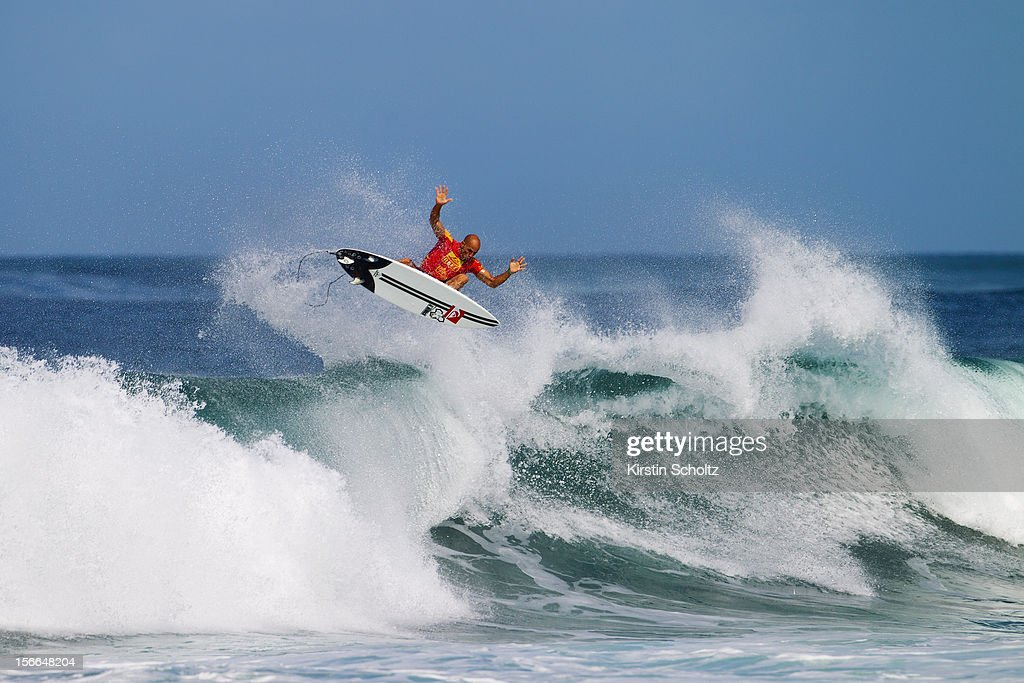 <a gi-track='captionPersonalityLinkClicked' href=/galleries/search?phrase=Kelly+Slater&family=editorial&specificpeople=207101 ng-click='$event.stopPropagation()'>Kelly Slater</a> of the U.S. surfs during round 64 on November 17, 2012 in Haleiwa, Hawaii.