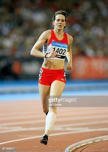 Kelly Sotherton of England competes during the women's Heptathlon 800 metre at the athletics during day seven of the Melbourne 2006 Commonwealth...