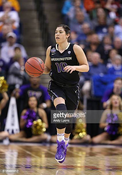 Kelsey Plum of the Washington Huskies brings the ball upcourt in the first quarter against the Syracuse Orange during the semifinals of the 2016 NCAA...