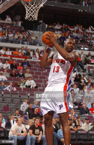 Diario desde las valquirias Kelvin-cato-of-the-detroit-pistons-comes-down-with-a-rebound-in-game-picture-id57459960?s=594x594