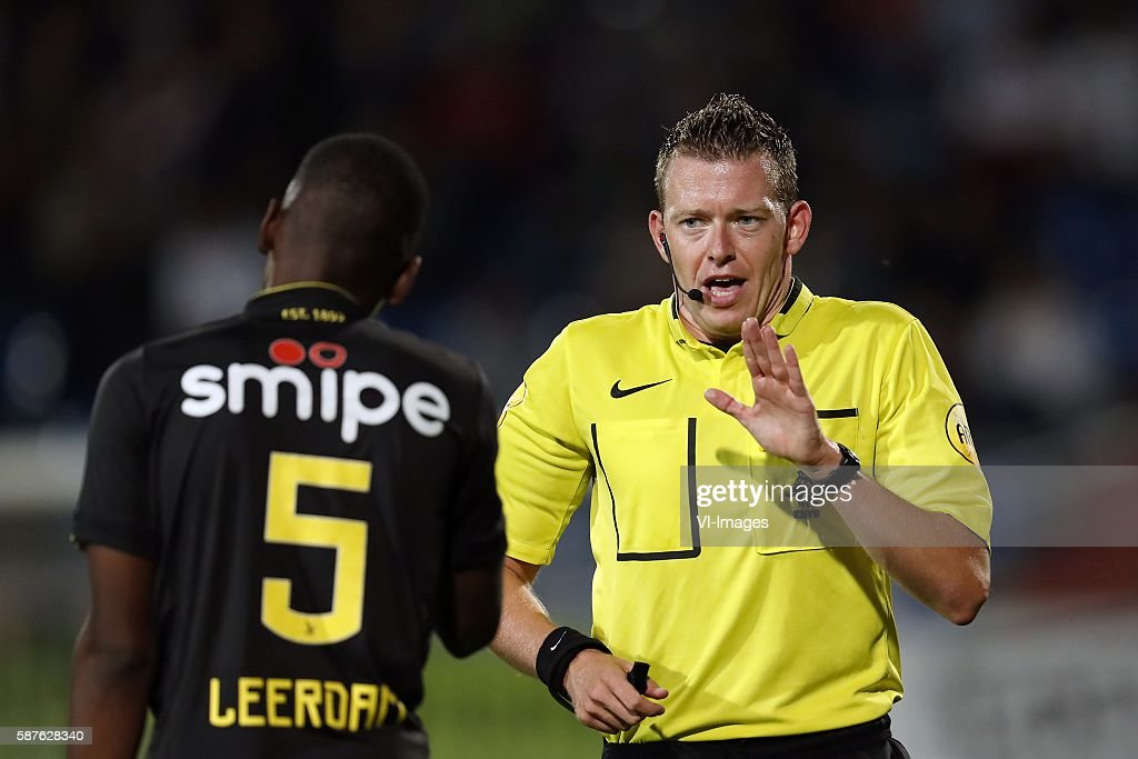 Kelvin Leerdam of Vitesse referee Allard Lindhout during the Dutch Eredivisie match between Willem II and Vitesse on august 6 2016 at the Koning...