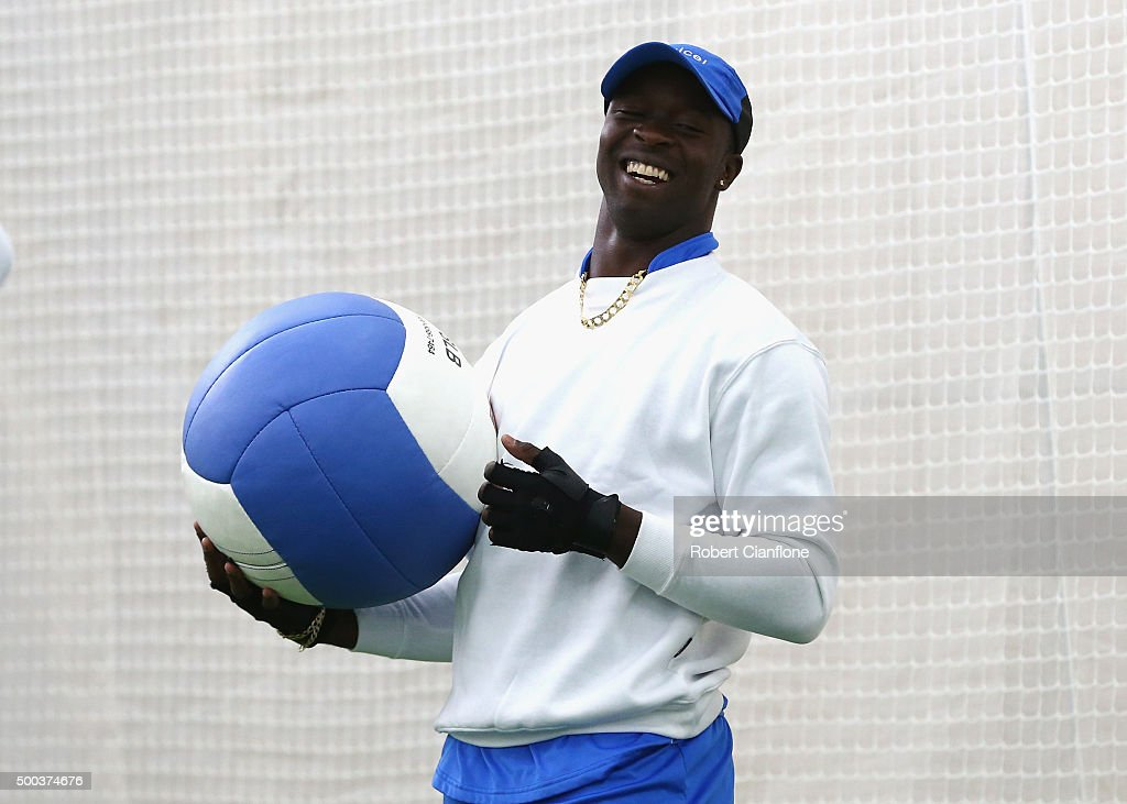 <a gi-track='captionPersonalityLinkClicked' href=/galleries/search?phrase=Kemar+Roach&family=editorial&specificpeople=5408487 ng-click='$event.stopPropagation()'>Kemar Roach</a> of the West Indies warms up during a West Indies training session at Blundstone Arena on December 8, 2015 in Hobart, Australia.