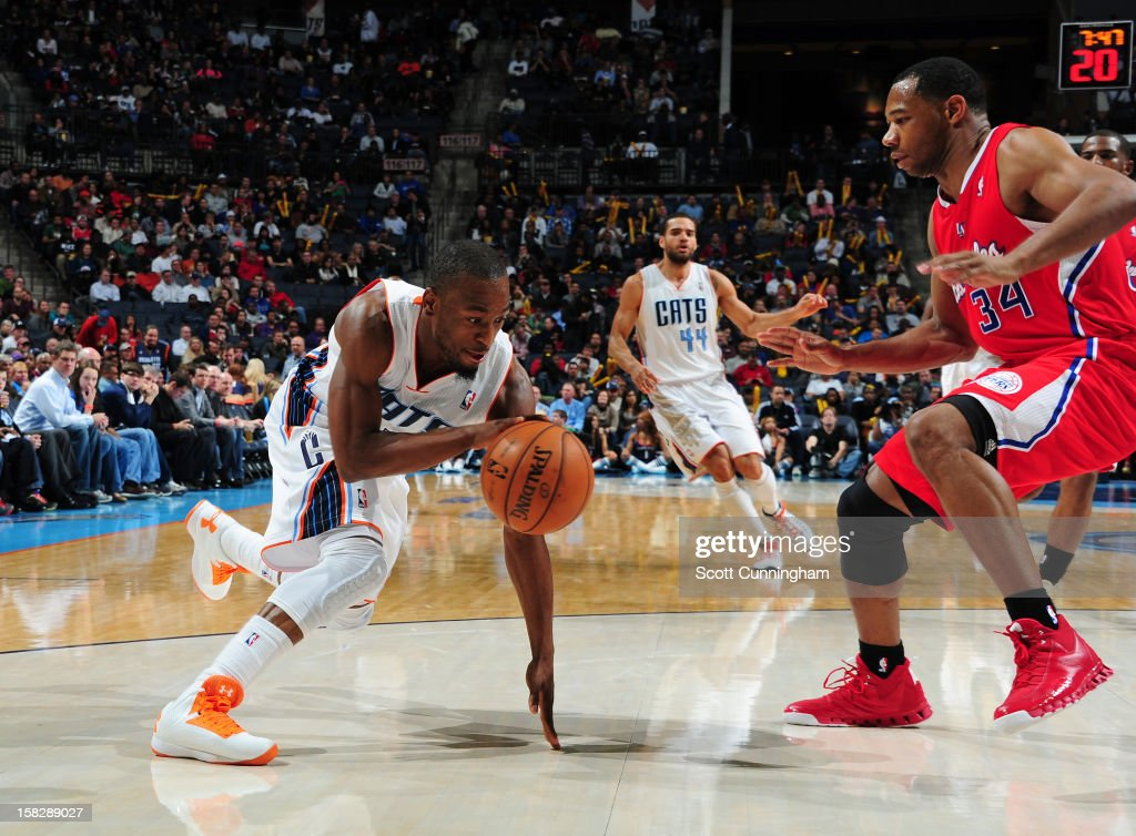Kemba Walker #15 of the Charlotte Bobcats handles the ball against Willie Green #34 of the Los Angeles Clippers at Time Warner Cable Arena on December 12, 2012 in Charlotte, North Carolina.