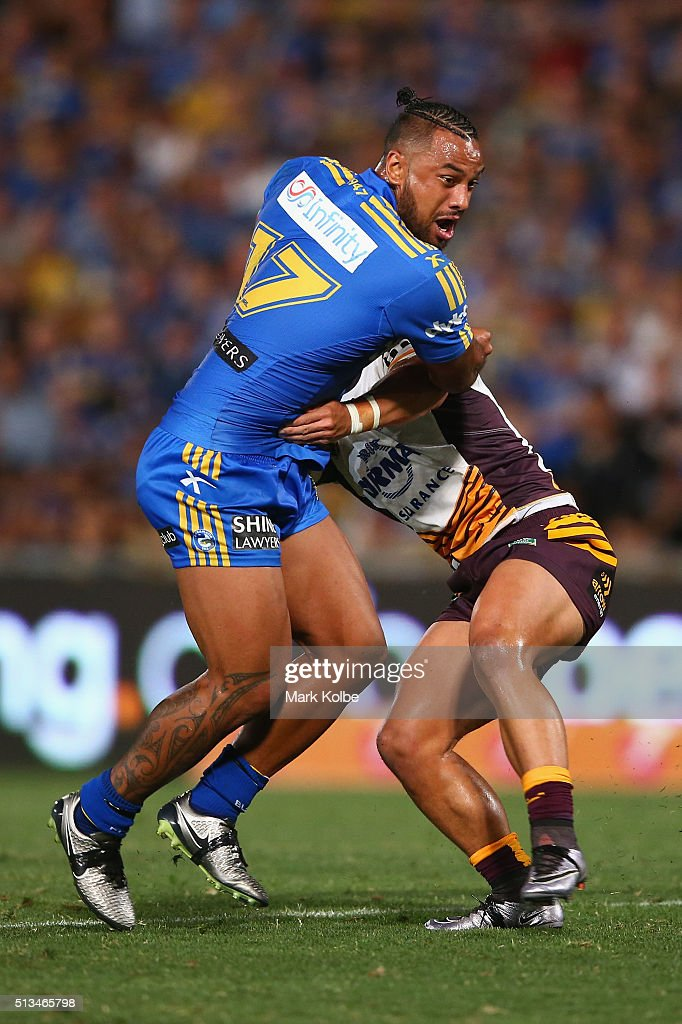 Ken Edwards of the Eels makes a break during the round one NRL match between the Parramatta Eels and the Brisbane Broncos at Pirtek Stadium on March 3, 2016 in Sydney, Australia.
