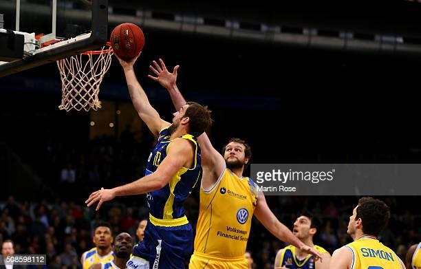 Ken Frease of Braunschweig challenges John Mann of Hagen during the Bundesliga basketball game between Basketball Loewen Braunschweig and Phoenix...