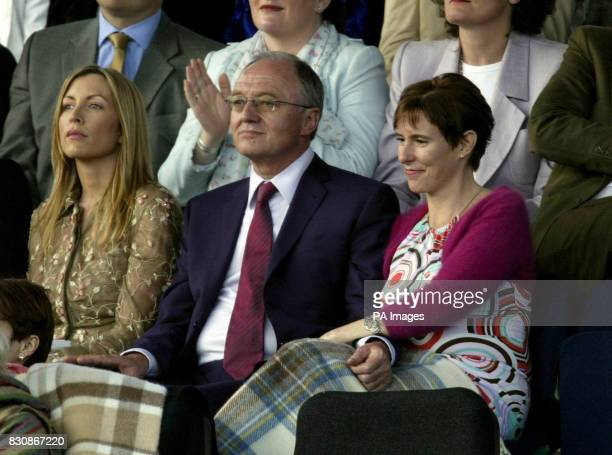 Ken Livingston and Partner Emma Beal with Heather Mills watching the party in the Palace in the gardens of Buckingham Palace for the second concert...
