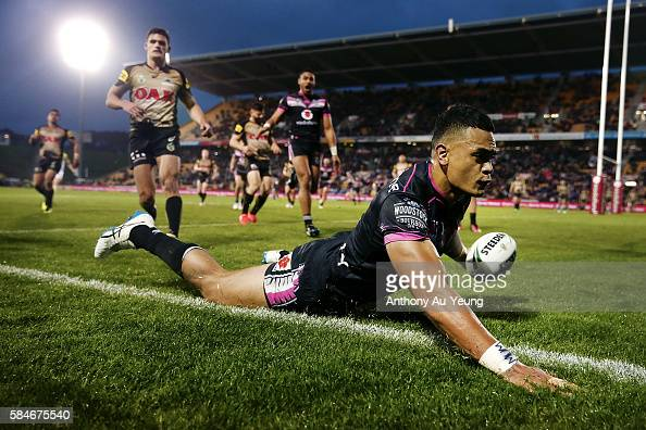 Ken Maumalo of the Warriors scores a try during the round 21 NRL match between the New Zealand Warriors and the Penrith Panthers at Mt Smart Stadium...